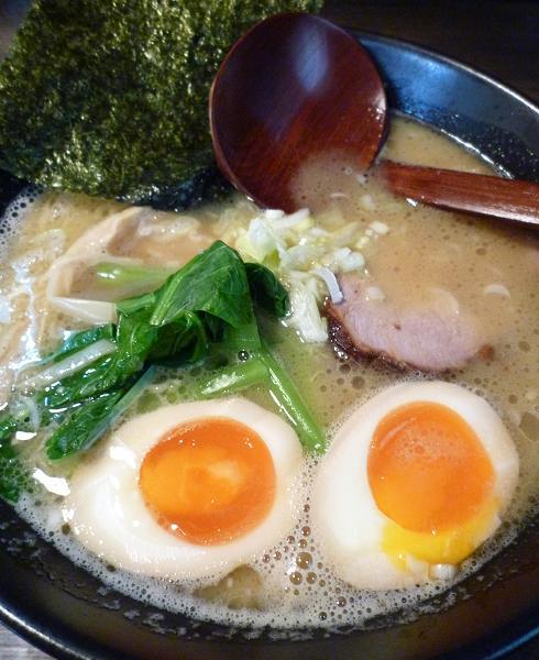 『麺屋 なごみ』 白湯麺+味玉半分トッピング(アップ)