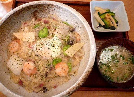 『鶴亀飯店』 鶴亀式海の幸クリームあえ麺(小鉢・汁物付、880円)