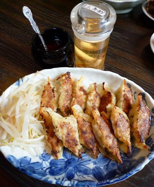 『燕』 こだわり焼き餃子(大12個・550円)、人参酢、自家製ラー油