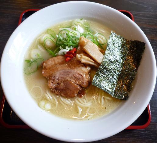『燕』 参鶏湯麺(サムゲタンメン・40食限定)700円