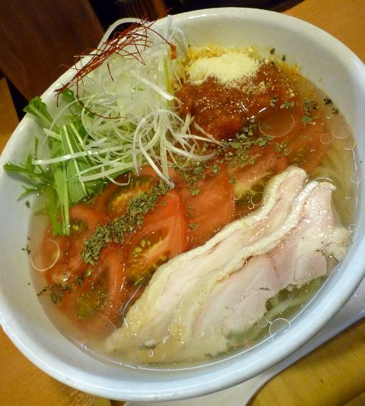 『らー麺 もぐや』 冷やしトマトらーめん(2010年夏期限定、アップ)