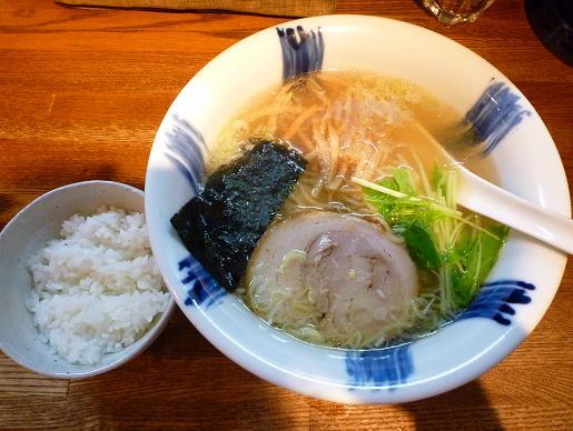 『ラーメン食堂 粋な一生』 塩ラーメン(700円・ランチタイムのサービス半ライス付)