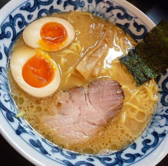 『九段 斑鳩』 煮玉子らー麺(アップ)