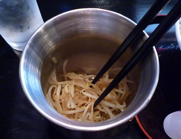 『焼きとん・ラーメン酒場 福の上』 ラーメンに付く無料サービスの茹でモヤシ