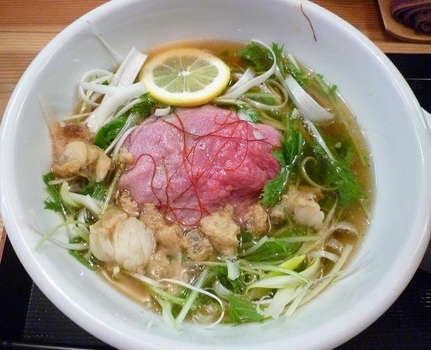 『松阪牛麺 大龍軒』 松阪牛麺(スープを麺にかけた図)