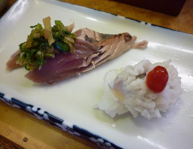 『奴寿司』 鰹タタキと鱧梅肉(「おまかせ」の四皿め)
