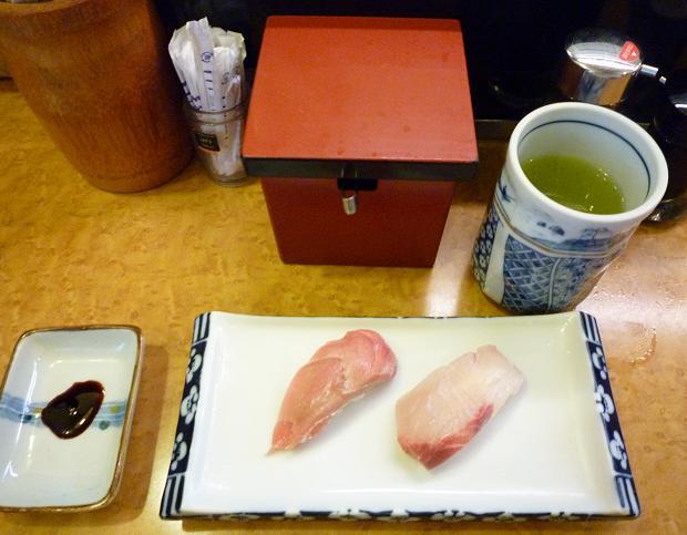 『奴寿司』 カウンターの上の様子