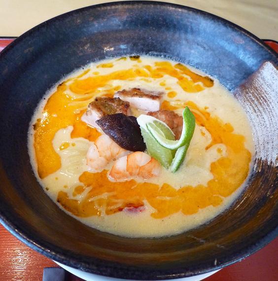 『麺創 なな家』 玉子と柚子の爽快!辛麺(茶碗蒸し仕立て・900円)