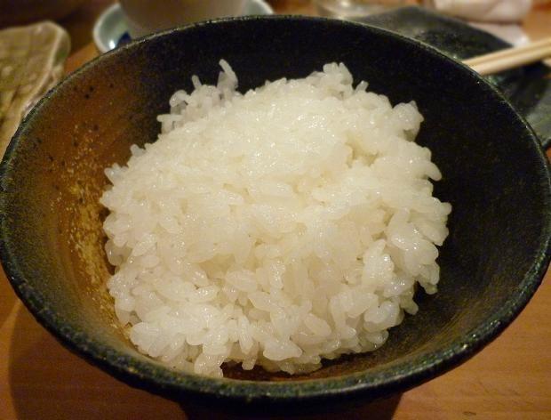 15『居酒屋やまちゃん』 茨城県の契約農家から届いた、精米したてのミルキークィーンを、土鍋炊きにした銀シャリ