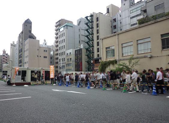 「大つけ麺博@浜松町」 券売機への行列(20100920)