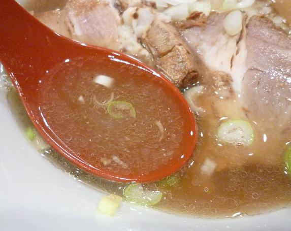 『月と鼈』 煮干中華蕎麦一段搾り(スープ)