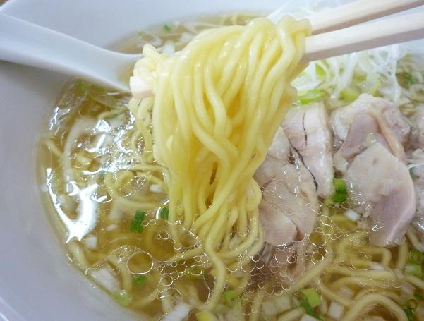 『光らーめん』 ら~めん(塩) + 軟骨つくね団子 (麺リフト)