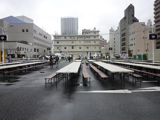 「大つけ麺博 in 浜松町」 雨の平日、13時台の客席