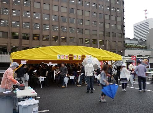 「大つけ麺博 in 浜松町」 テント内の立ち食い席