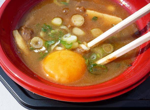 『魚雷@大つけ麺博2010秋』 信州牛つけそば牛雷ウォーカー(女子盛) つけ汁に入った生卵黄