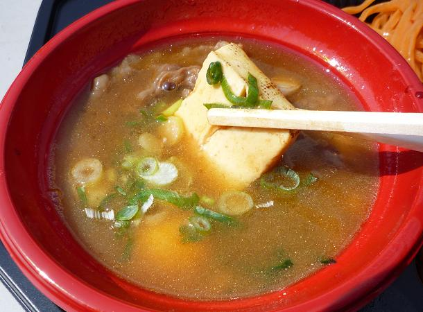 『魚雷@大つけ麺博2010秋』 信州牛つけそば牛雷ウォーカー(女子盛) つけ汁に入った焼き豆腐