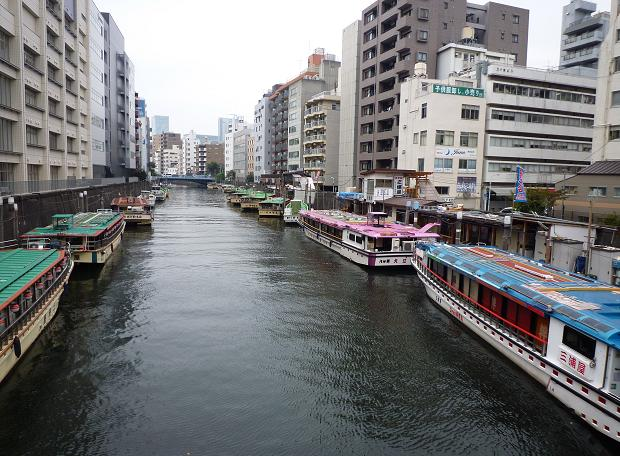 浅草橋から見た屋形船(2010年秋)