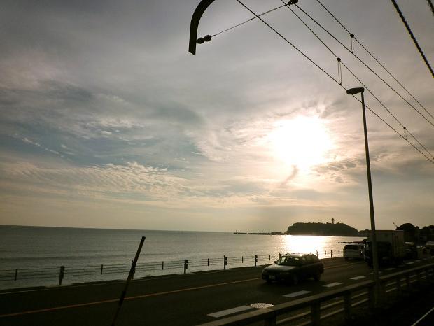 鎌倉高校前駅から見た相模湾と江の島