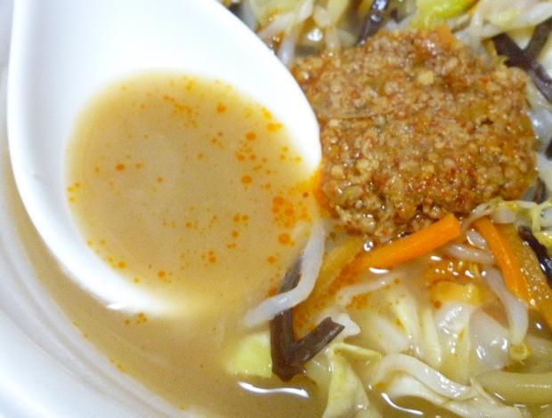 「三強タッグ ピリ辛濃厚豚骨タンメン」(セブンイレブン) スープ