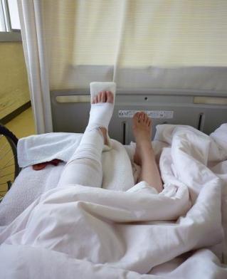 2010年10月27日(水) 手術前の骨折した左足