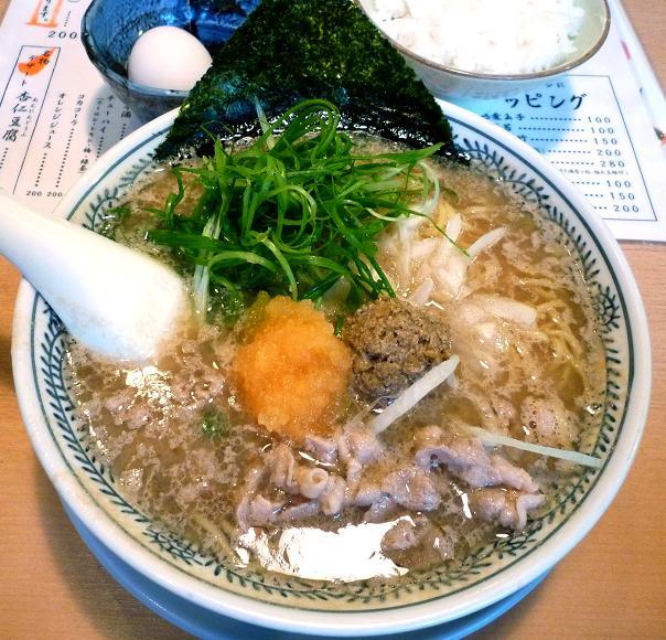 『源蔵ラーメン』 名物肉そば(780円)