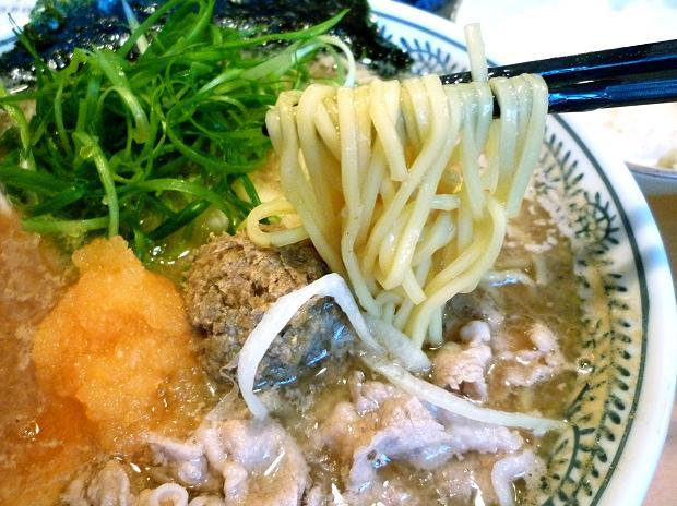 『源蔵ラーメン』 名物肉そば(麺リフト)