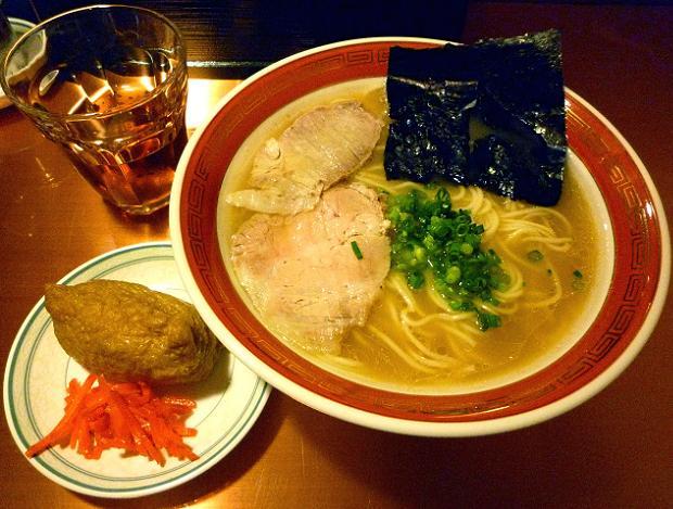 『佐賀ラーメン 美登里』 味自慢ラーメン(700円)+稲荷寿司(70円)