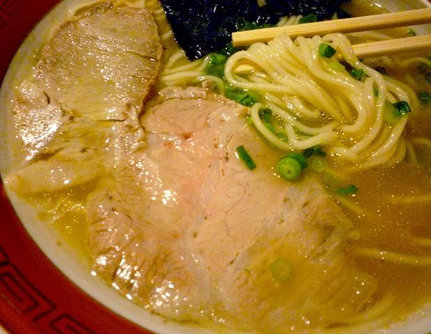 『佐賀ラーメン 美登里』 味自慢ラーメン(麺とチャーシュー)