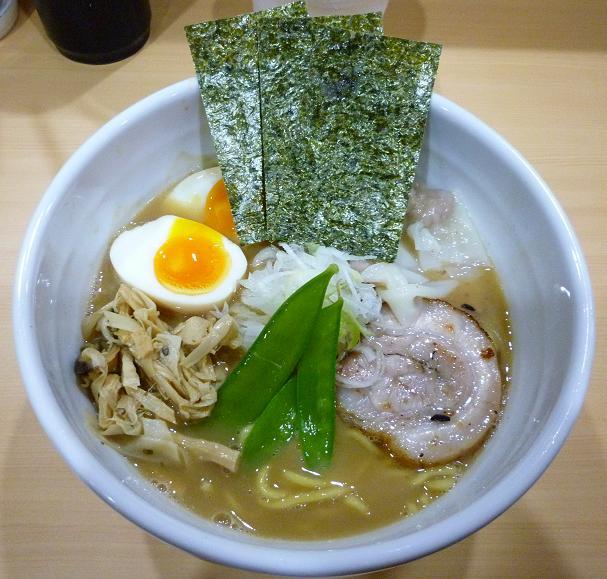 『麺屋 縁道』 特製ラーメン(900円)