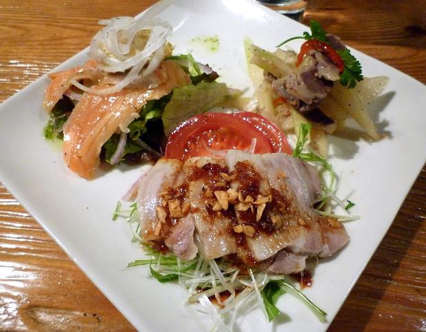 『日月飯店 Kamezo』 気まぐれ前菜盛り合わせ(680円)