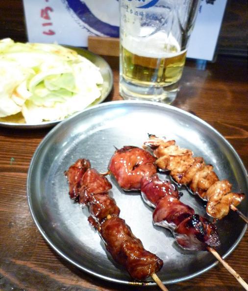 『やきとん道楽 亀有店』 おすすめ三種盛り(タレ)とキャベツ、生ビール