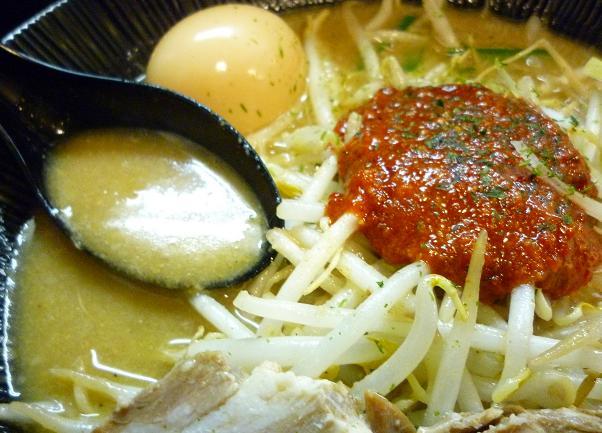 『麺処 くるり 高田馬場店』 辛味噌らぁめん(スープと辛味噌)