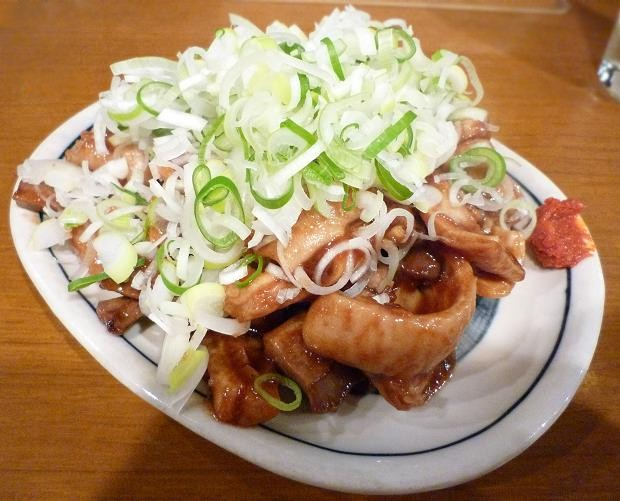 『麺・粥 けんけん』 ガッチャン(もつの味噌炒め) 450円