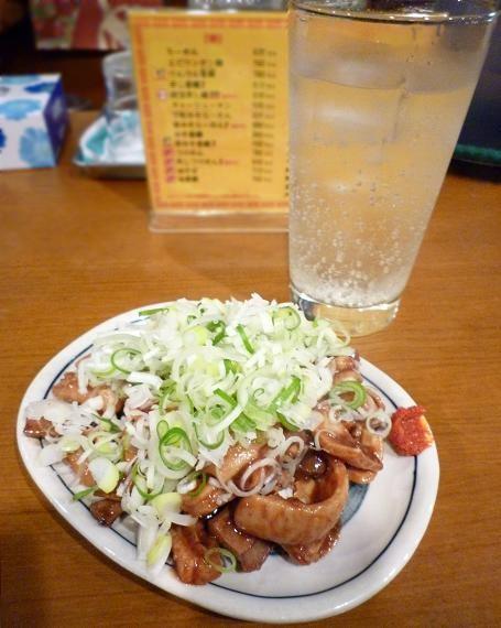 『麺・粥 けんけん』 ガッチャン(450円)と、チューハイ(400円)
