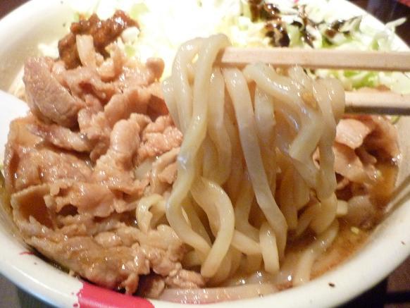 『麺屋武蔵 武仁』 アキバカリー麺(麺リフト)