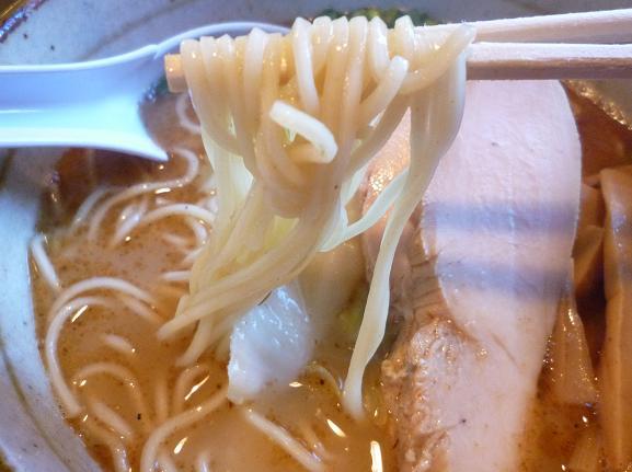 『三角屋 暖』 暖らーめん(麺リフト)