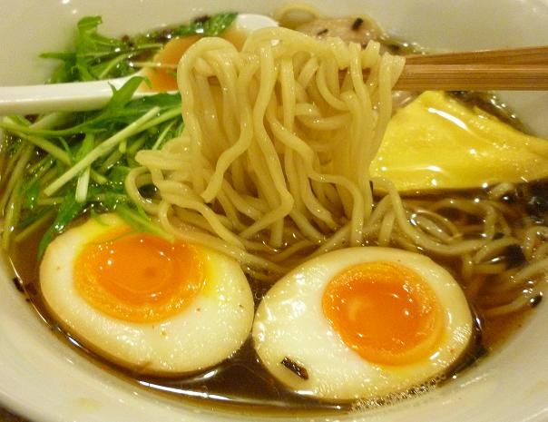 『アートマサシヤ』 特製旨口ラーメン(麺リフト)