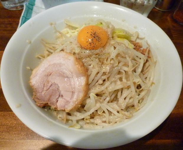 『麺処 MAZERU』 まぜそば(塩)+ヤサイ・ニンニク・チーズ(700円)
