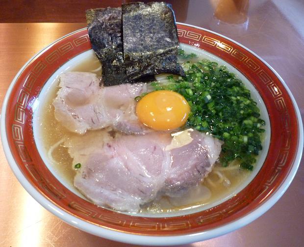 『佐賀ラーメン 美登里』 味自慢ラーメン700円+生卵(卵黄)50円