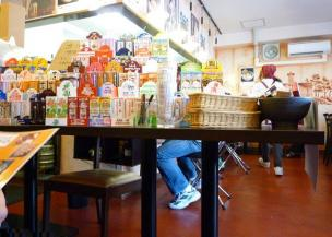 『味噌専門 札幌みその』 待ち席から見た店内