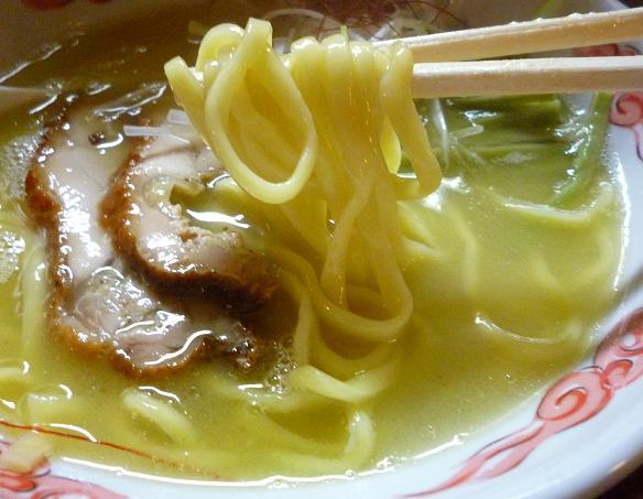 『麺・酒処 ぶらり』 鶏白湯らーめん(麺リフト)