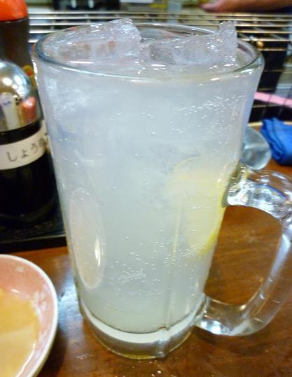 『立飲み たきおか』 レモンサワー(290円)