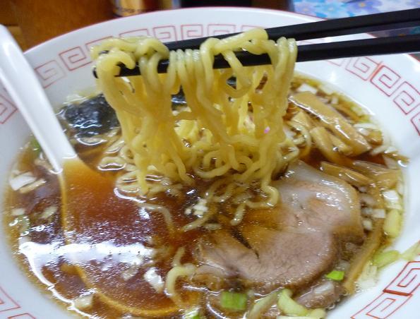 『昭和歌謡ショー』 王道の醤油ラーメン(麺リフト)