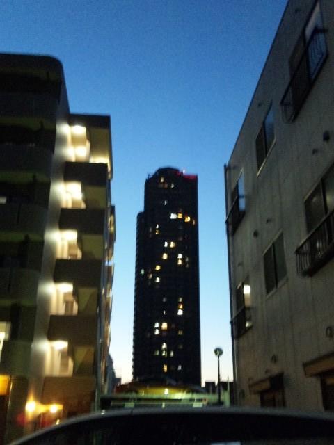 夕闇のマンション