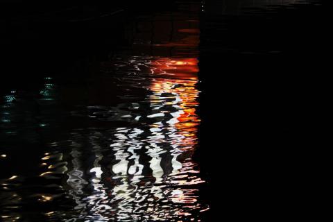 フェリー横の川