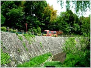 上谷戸赤バス110504H 026