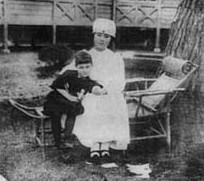日赤看護婦と孤児