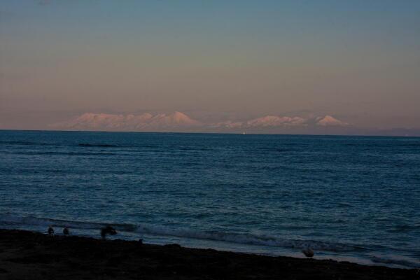 白い知床の山々