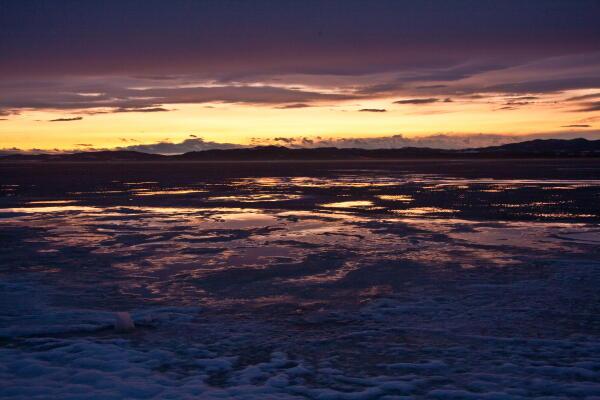 真冬に雪解け 網走湖