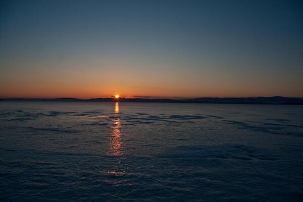 氷上の太陽の道 網走湖